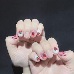 圆形红色粉色裸色手绘水果草莓美甲图片