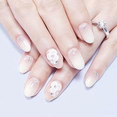 圆形白色渐变雕花新娘想学习这么好看的美甲吗?可以咨询微信mjbyxs6哦~美甲图片