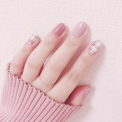 圆形粉色白色黑色格子简约美甲图片
