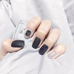 方圆形黑色灰色钻磨砂美甲图片
