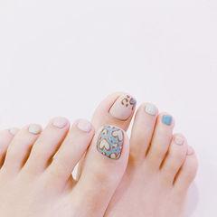 脚部蓝色裸色手绘心形想学习这么好看的美甲吗?可以咨询微信mjbyxs6哦~美甲图片