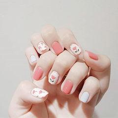 方圆形粉色白色手绘花朵想学习这么好看的美甲吗?可以咨询微信mjbyxs6哦~美甲图片