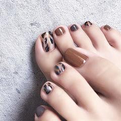 脚部棕色黑色手绘豹纹想学习这么好看的美甲吗?可以咨询微信mjbyxs6哦~美甲图片