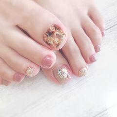 脚部粉色棕色银色晕染琥珀贝壳片想学习这么好看的美甲吗?可以咨询微信mjbyxs6哦~美甲图片