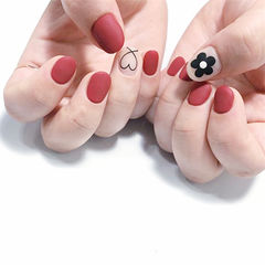 圆形红色裸色黑色手绘花朵心形磨砂想学习这么好看的美甲吗?可以咨询微信mjbyxs6哦~美甲图片