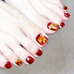 脚部红色焦糖色手绘晕染琥珀新娘显白想学习这么好看的美甲吗?可以咨询微信mjbyxs6哦~美甲图片
