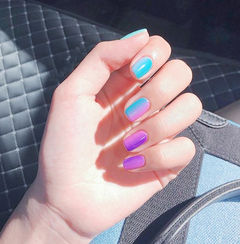 方圆形蓝色紫色竖形渐变美甲图片