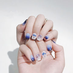 方圆形蓝色干花贝壳片渐变美甲图片