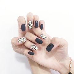 方圆形黑色白色手绘豹纹磨砂美甲图片