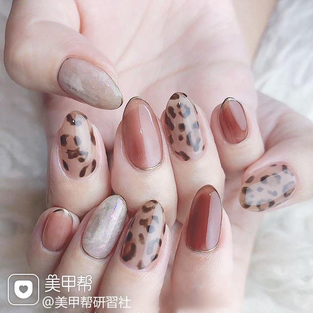 圆形棕色手绘豹纹秋天想学习这么好看的美甲吗?可以咨询微信mjbyxs6哦~美甲图片