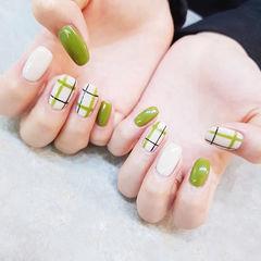 方圆形白色绿色格纹美甲图片