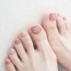 脚部豆沙色裸色贝壳片想学习这么好看的美甲吗?可以咨询微信mjbyxs6哦~美甲图片