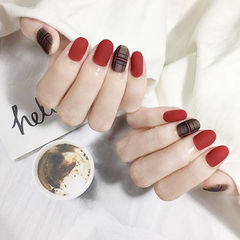 圆形红色黑色格纹磨砂美甲图片