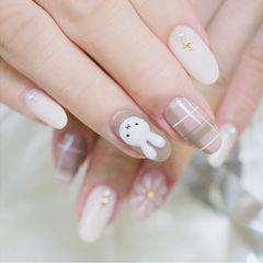 圆形裸色白色格纹手绘兔子可爱想学习这么好看的美甲吗?可以咨询微信mjbyxs6哦~美甲图片