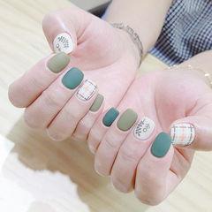 方圆形绿色手绘格纹树叶磨砂美甲图片