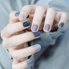 圆形蓝色灰色跳色短指甲美甲图片