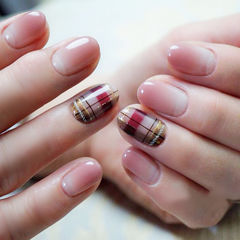 圆形粉色棕色格纹想学习这么好看的美甲吗?可以咨询微信mjbyxs6哦~美甲图片