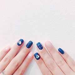 方圆形蓝色裸色格子钻美甲图片
