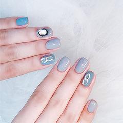 方圆形灰色蓝色钻美甲图片