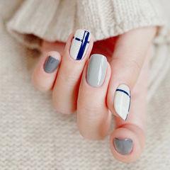圆形灰色白色蓝色线条美甲图片