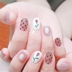圆形黑色白色手绘花朵波点想学习这么好看的美甲吗?可以咨询微信mjbyxs6哦~美甲图片