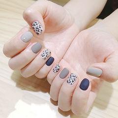 圆形灰色蓝色手绘豹纹磨砂美甲图片