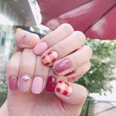 方圆形粉色红色格纹跳色想学习这么好看的美甲吗?可以咨询微信mjbyxs6哦~美甲图片
