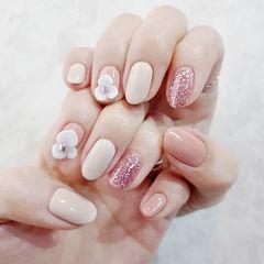 圆形裸色粉色雕花想学习这么好看的美甲吗?可以咨询微信mjbyxs6哦~美甲图片