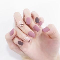 方圆形紫色棕色线条磨砂美甲图片