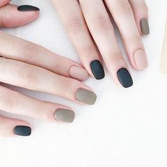 方圆形黑色灰色磨砂美甲图片