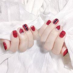 方圆形红色格纹线条心形磨砂美甲图片