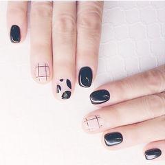 方圆形黑色裸色格子美甲图片