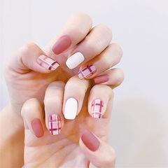 方圆形粉色白色格子磨砂美甲图片