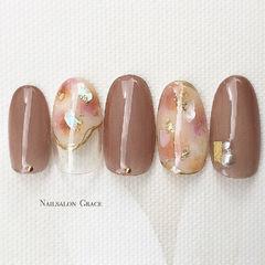 圆形豆沙色棕色晕染贝壳片金箔秋天美甲图片