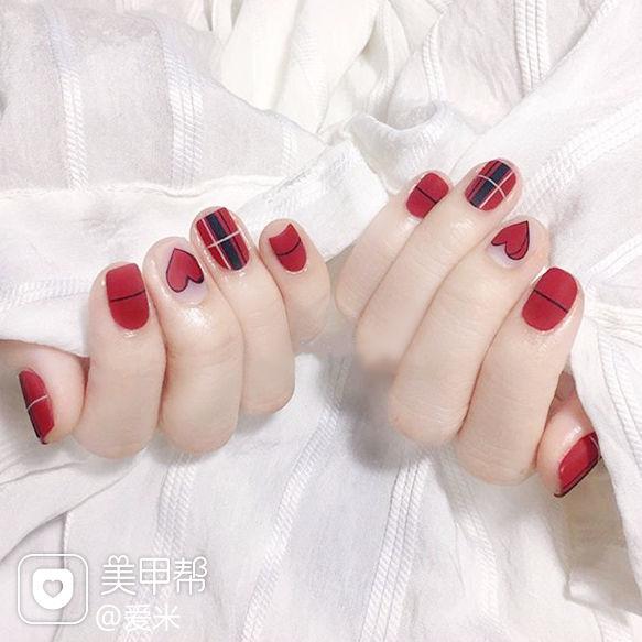 方圆形红色黑色心形格纹磨砂美甲图片