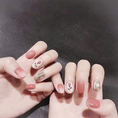 圆形豆沙色银色水波纹手绘花朵美甲图片