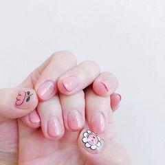 圆形粉色手绘花朵圆法式美甲图片