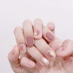 圆形粉色晕染金箔磨砂珍珠美甲图片