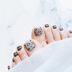脚部黑色灰色手绘豹纹磨砂金银线美甲图片