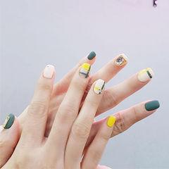 方圆形黄色绿色白色线条磨砂钻美甲图片