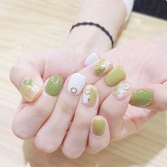 方圆形绿色白色晕染美甲图片