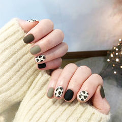 圆形黑色灰色豹纹磨砂跳色短指甲美甲图片