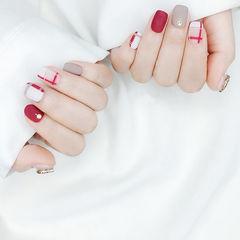 方圆形红色裸色线条磨砂美甲图片