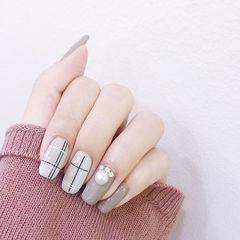 方圆形灰色线条珍珠美甲图片