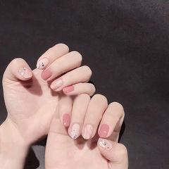 圆形粉色裸色晕染美甲帮创办的CPMA技术体系日式美甲学校,全国连锁,想学美甲咨询微信:mjbyxs15美甲图片