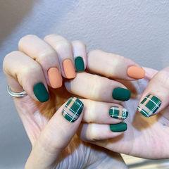 方圆形绿色橙色手绘格纹磨砂美甲图片