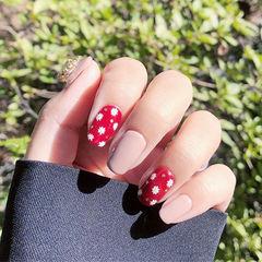 方圆形红色裸色手绘花朵美甲图片