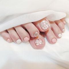 脚部粉色银色白色跳色亮片美甲图片
