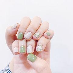 方圆形绿色裸色格子短指甲珍珠美甲图片