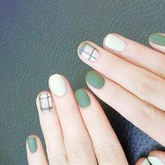 圆形绿色格子磨砂短指甲美甲图片